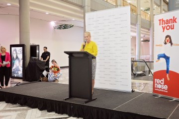 Lisa Ridgley Christmas Tree Unveiling Canberra 2016