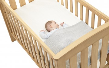 Baby in Cot for Baby Box News Aug 2017